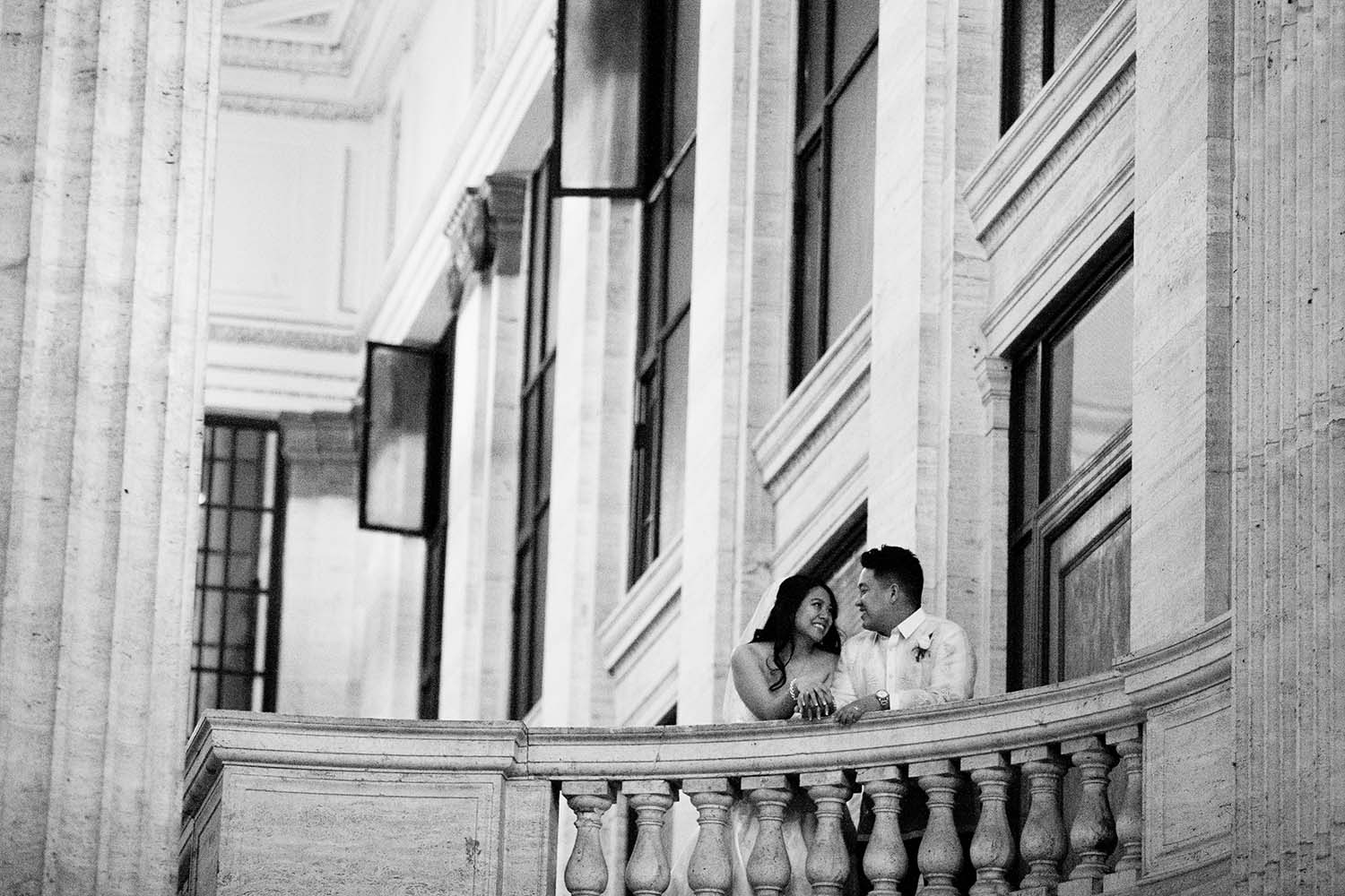 Chicago, wedding, downtown, portrait, black and white, Minneapolis, photographer, twin cities, union, station, bride, groom, evening