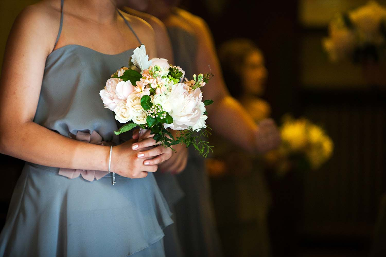 traditional bridesmaid rose bouquets. Minneapolis Wedding Photographer