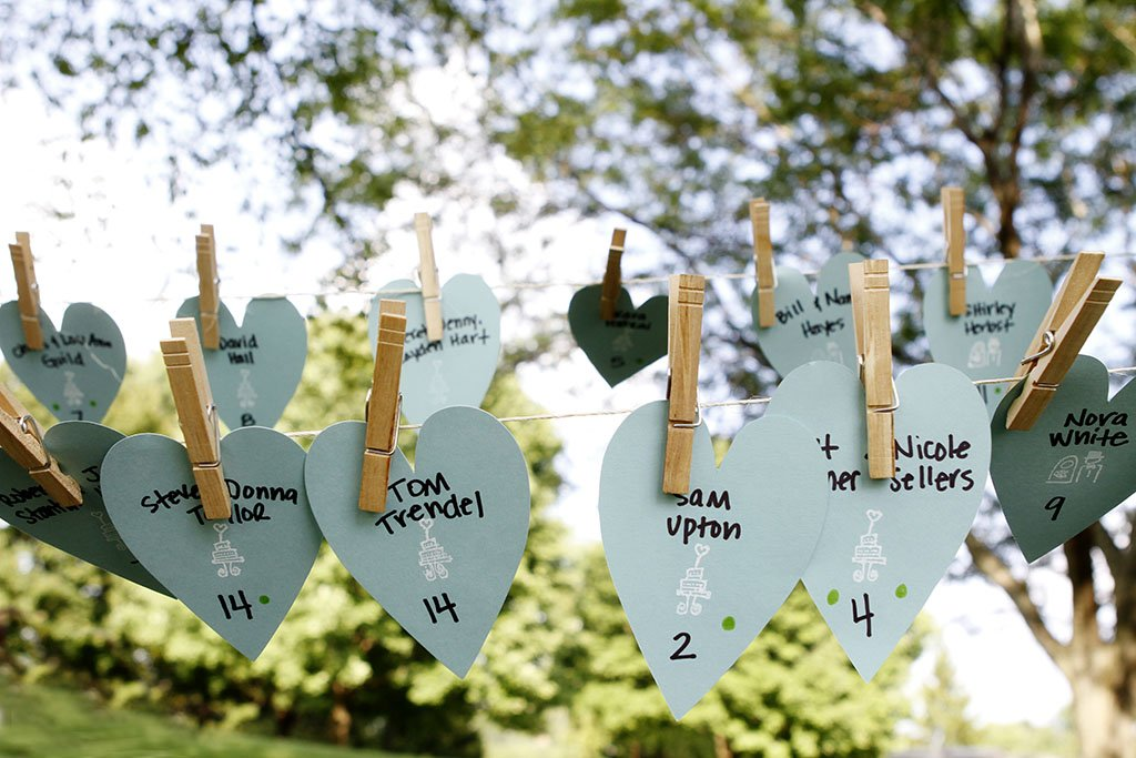 Blue Heart Table Seating Clothesline Tree