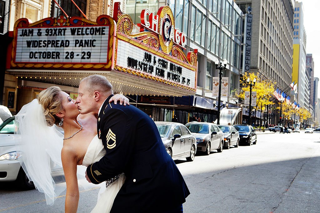 Downtown Chicago Theater Wedding Photography, bride groom kissing, Minneapolis Wedding Photographer