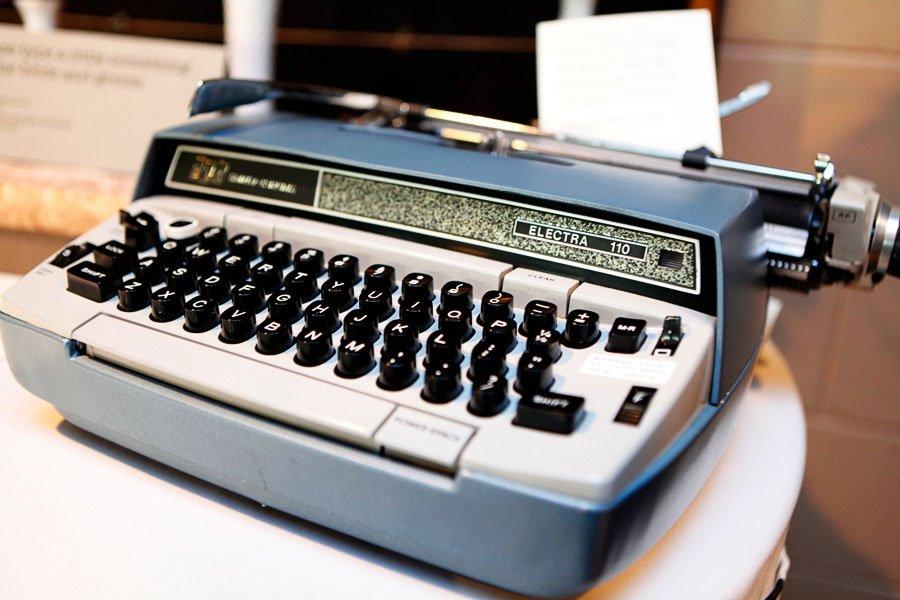 Electra Typewriter Wedding Guest Book Notes