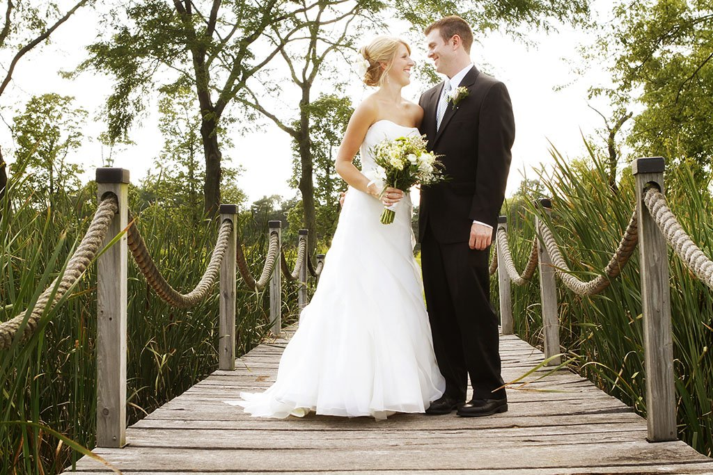 Kemper Lakes Country Club Bridge Wedding Portraits, Minneapolis Wedding Photographer
